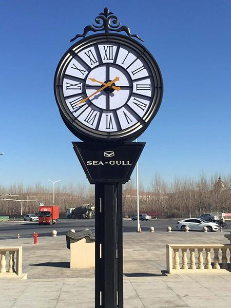 2-sided post clock with decoration